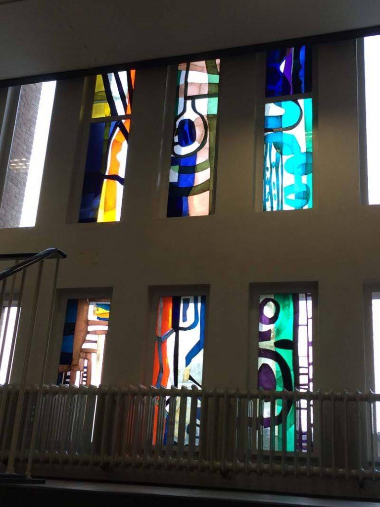 Lex Horn glasappliqué 1e verdieping Farmaceutisch Laboratorium, Groningen, 1964-1965