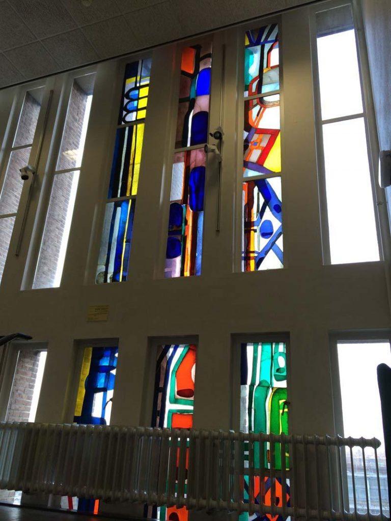 Lex Horn glasappliqué 3e verdieping Farmaceutisch Laboratorium, Groningen, 1964-1965
